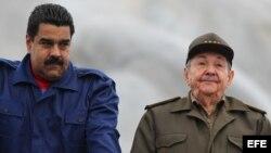 Nicolás Maduro y Raúl Castro (i-d). Archivo.