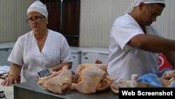 El pollo, entre los productos más demandados tras rebaja de precios a los alimentos en Cuba.