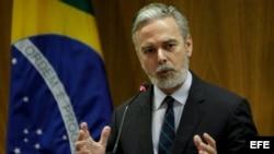 Fotografía de archivo del 7 de mayo de 2013, que muestra al canciller brasileño, Antonio Patriota, en una rueda de prensa en Brasilia.