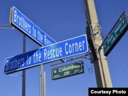 Esquina Hermanos al Rescate, en Tampa.