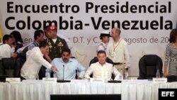 SANTOS RECIBE A MADURO CON LA ATENCIÓN PUESTA EN EL CONTRABANDO FRONTERIZO