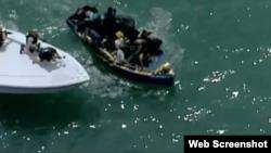 El servicio de guardacostas intercepta a embarcación de migrantes cubanos frente a Key Biscayne.