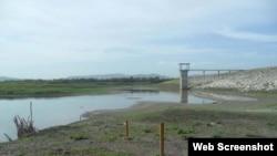 La ausencia de lluvias mantiene en niveles críticos el agua en los embalses.