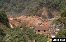 Vista del área de viviendas sepultada por un deslizamiento de tierra en poblado El Cambray II, Guatemala.