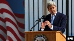 El secretario de Estado, John Kerry, durante la ceremonia de izado de la bandera de EEUU en La Habana (14 de agosto, 2015).
