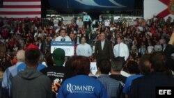 De izda. a dcha., el candidato republicano a la Casa Blanca, Mitt Romney; el senador cubanoamericano Marco Rubio; el exgobernador de Florida, Jeb Bush; y el candidato al Senado, Connie Mack IV.