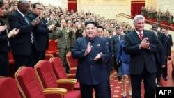 Kim Jong-Un y el vicepresidente de Cuba Miguel Diaz-Canel.