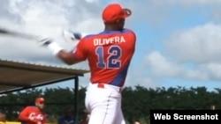 Héctor Olivera (i), 2da base.