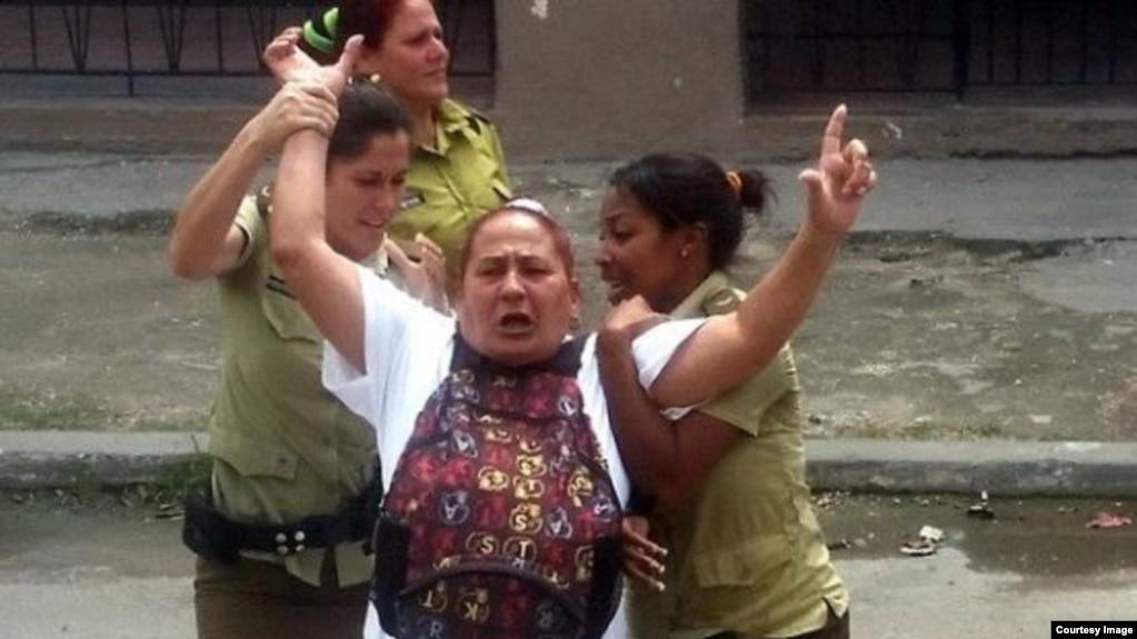 Dama de Blanco Yolanda Santana Ayala