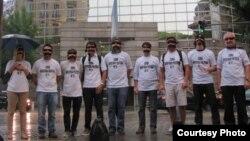Jóvenes argentinos se manifiestan por la apertura política en Cuba frente a la Cancillería argentina
