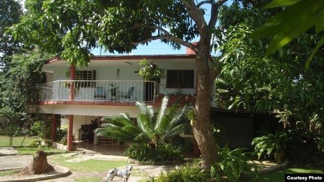 Casas como esta del reparto Fontanar ofertada en revolico.com podrían respaldar un jugoso crédito bancario, pero la vivienda no forma parte de las nuevas garantías.