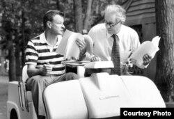 Brzezinski junto al secretario de estado Cyrus Vance.