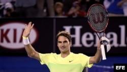 El tenista suizo Roger Federer celebra su victoria ante Yen-Hsun Lu, de Taipei.