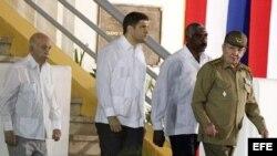 Raúl Castro llega para la ceremonia por el 62 aniversario del asalto al Cuartel Moncada.