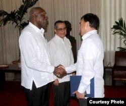 Embajador de Bolivia en La Habana presenta cartas credenciales.