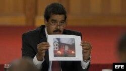 CAR356. CARACAS (VENEZUELA), 15/04/2013.-El presidente electo de Venezuela, Nicolás Maduro, el lunes 15 de abril de 2013, durante una rueda de prensa desde el Palacio de Miraflores en Caracas (Venezuela). Maduro responsabilizó al candidato presidencial o