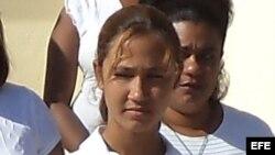 Martha Beatriz Ferrer (c), hija del expreso político José Daniel Ferrer García y la Dama de Blanco Belkis Cantillo.