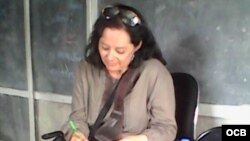 1800 Online con la escritora uruguaya Laura Dutour.