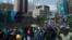 Manifestantes opositres emboscados en Avenida Fajardo, Caracas