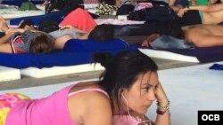 Cubanos esperan una solución a la crisis en uno de los refugios para migrantes en Costa Rica. Foto Claudio Castillo