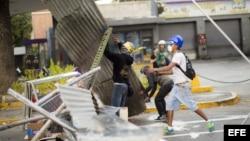 Continúan barricadas y protestas en Venezuela