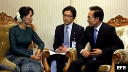 Presidente de Corea del Sur con Suu Kyi