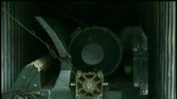 Hallan más contenedores con armas en barco norcoreano detenido en Panamá