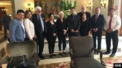 Reunión del ministro de Justicia de Perú Salvador Heresi con miembros de la comisión Justicia Cuba que asistieron a la VIII Cumbre de las Américas.