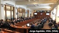 Para una revisión más profunda de la situación en Venezuela se invitaron a expertos en varios temas.