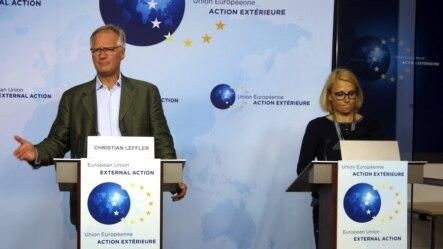 El director general para América del Servicio Europeo de Acción Exterior, Christian Leffler (i) durante la rueda de prensa ofrecida hoy al término de la segunda ronda de negociaciones entre la UE y Cuba. HRISTIAN LEFFLER