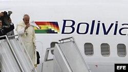 Papa Francisco a su llegada a Bolivia.