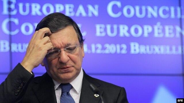 El presidente de la Comisión Europea José Manuel Barroso habla durante una conferencia de prensa.
