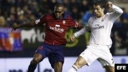 Cristiano Ronaldo en acción frente al Osasuna