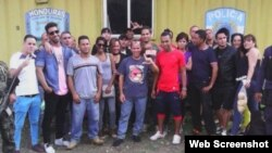 Cubanos detenidos en Aguas Caliente, Honduras.