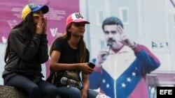 Venezolanos participan en una manifestación contra el Gobierno venezolano el pasado 24 de abril.
