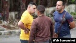 Agentes de la Seguridad del Estado en Cuba.