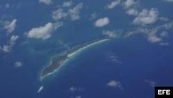 """GIR08. HOMESTAED (EEUU), 29/08/08.- Vista aérea de la isla de Cuba hoy, 29 de agosto de 2008, tomada desde un vuelo de un avión cazador de huracanes C130 J, que busca el huracán """"Gustav"""". El C130 J, junto a otros nueve aviones Lockheed-Martin WC-130J, vue"""