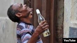 El documental Habana Glue aborda el problema del creciente alcoholismo en Cuba