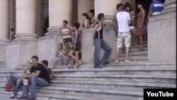 Universitarios en el Rectorado de la Universidad de La Habana