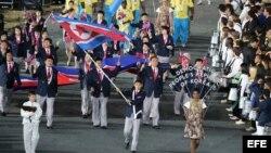Delegación de Corea del Norte en el desfile inaugural de los Juegos Olímpicos Londres 2012.