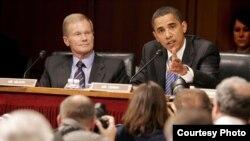 A la izquierda, el senador demócrata por la Florida, Bill Nelson y a su lado el presidente de Estados Unidos Barack Obama