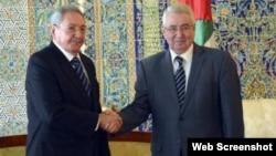 En Mayo de 2015 Raúl Castro se reunió en Argelia con Abdelmalek Selal.