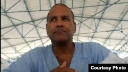 Daniel Llorente Miranda, imagen tomada por Serafín Morán en el hospital Psiquiátrico de La Habana, (Mazorra).