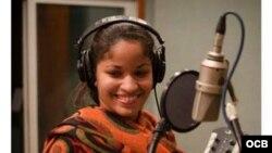 1800 Online con la cantante cubana Luna Manzanares