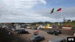 Vista general de paso fronterizo entre Brasil y Venezuela, en el estado de Roraima (Brasil)