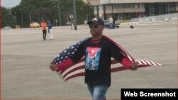 Entrevista con Daniel Llorente, el cubano que se atrevió a sacar bandera de EEUU ante Raúl Castro
