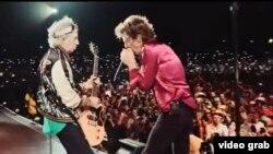 MIck Jagger (d) y Keith Richards durante el primer concierto de los Rolling Stones en La Habana.