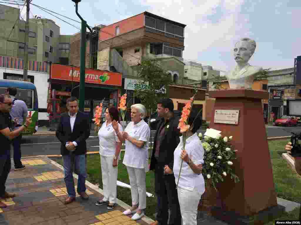 Exiliados cubanos rinden tributo a José Martí en Lima, Perú