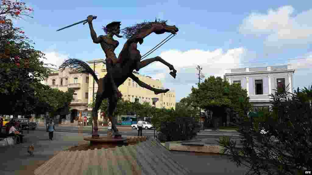 Estatua ecuestre de Don Quijote ubicada en la céntrica esquina habanera de 23 y J, en el barrio de El Vedado.