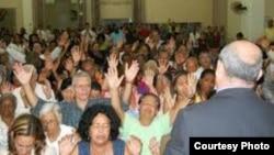 Pastor protestante cubano a la espera de un desalojo